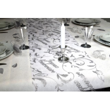 Chemin de table joyeux anniversaire en organza blanc
