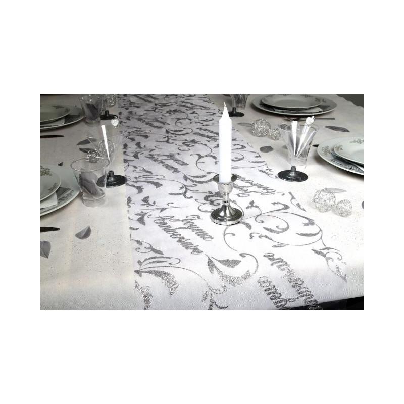 chemin de table joyeux anniversaire en organza blanc. Black Bedroom Furniture Sets. Home Design Ideas