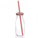 Bouteille en verre avec paille rouge