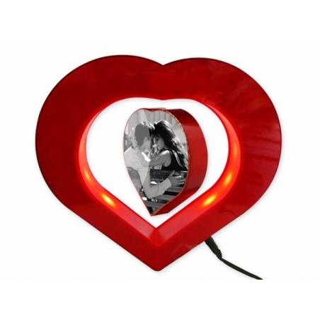 Coeur cadre photo flottant en lévitation avec lumière