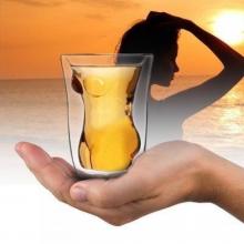Verre à alcool en forme de corps de femme nue