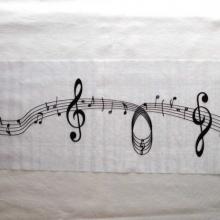 Chemin de table musique en organza blanc