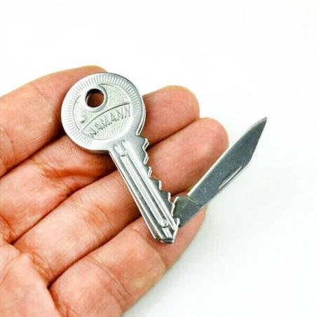 Clé avec couteau pliable