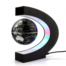 Globe terrestre en lévitation magique