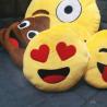 Coussin Emoticon 2 yeux coeur 30cm