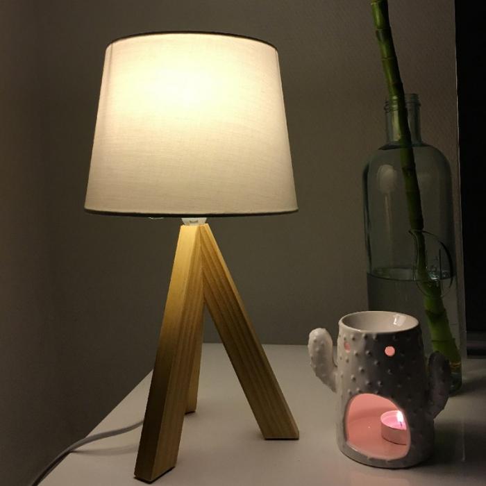 Lampe de table en bois